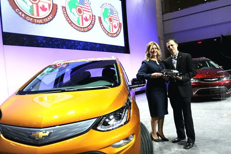 Pamela Fletcher Executive Chief Engineer e Josh Tavel Chief Engineer Chevy Bolt