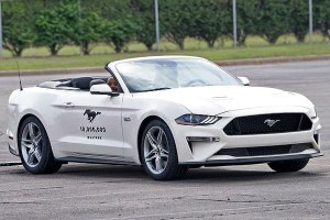 Motori360.it-Mustang-10million-01