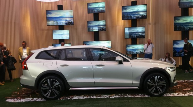 Motori360_Volvo-V60-Cross-Country-MI (7)