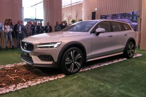 Motori360_Volvo-V60-Cross-Country-MI-ap