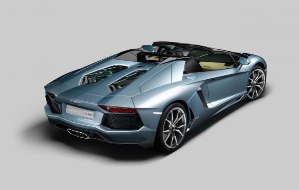lamborghini-aventador-lp-700-4-roadster-2