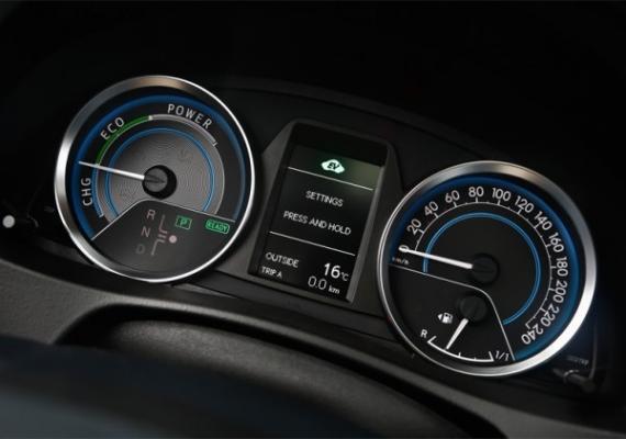 toyota-auris-test-911