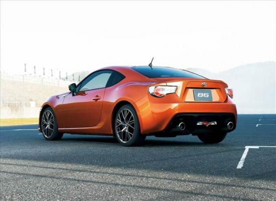 toyota-gt86-coupe-1