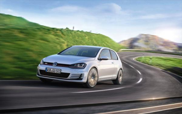 volkswagen-golf-car-of-the-year-2013-0