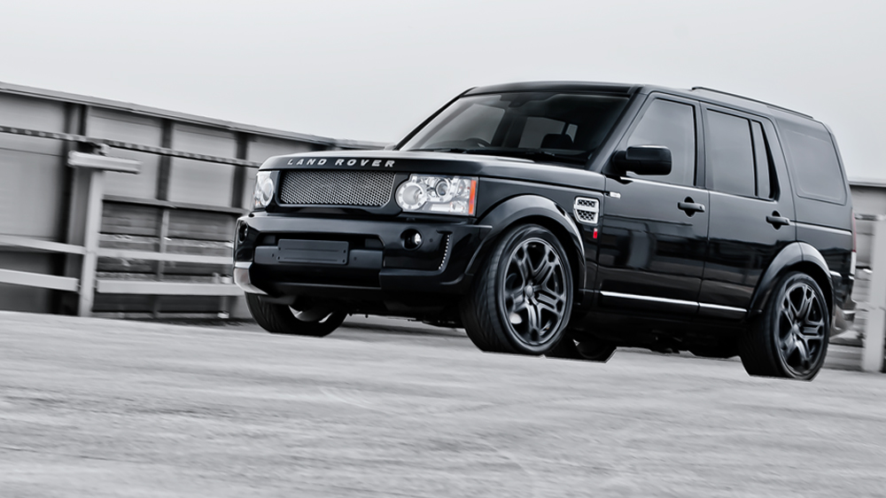 A Kahn Design Land Rover Discovery 3.0 SDV6 Twin Turbo XS RS300