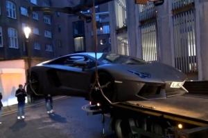 Friday FAIL: Always make sure you park your Lamborghini Aventador Righ