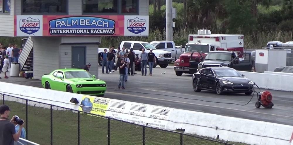 Dodge Challenger SRT Hellcat vs Tesla Model S P85D