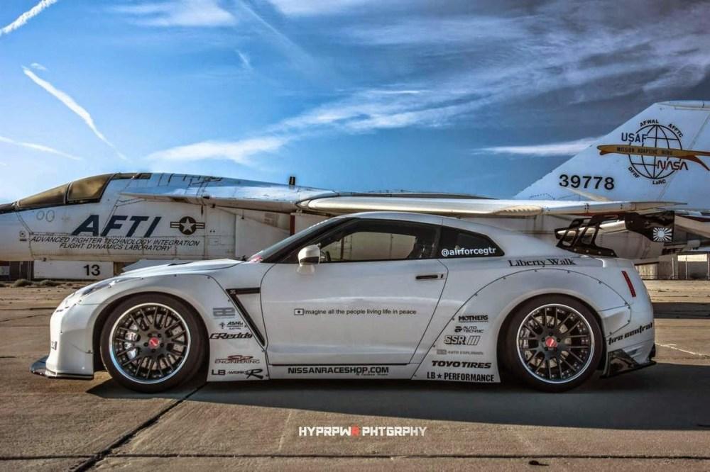 Liberty Walk R35 Nissan GT-R