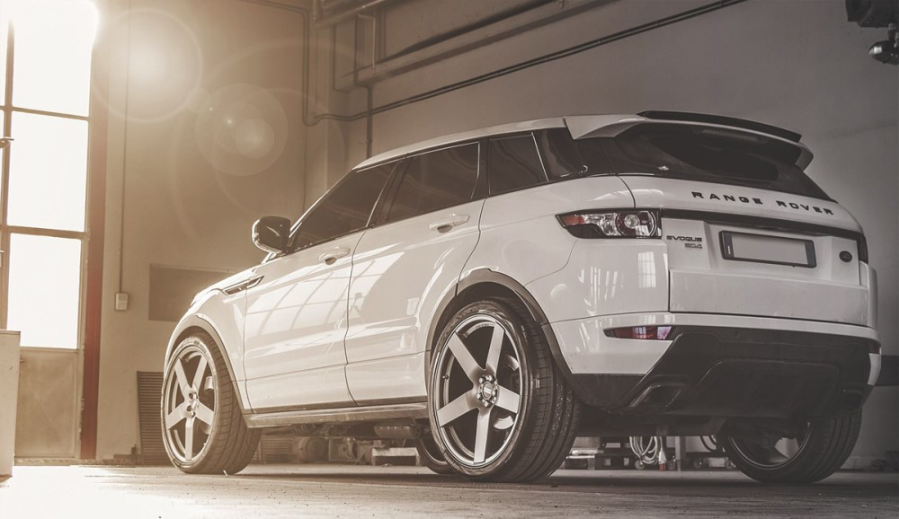Range Rover Evoque with Fondmetal STC-02 wheels