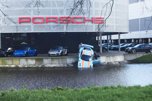 Friday FAIL Porsche 911 GT3 RS Water