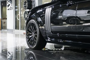 Project Kahn Santorini Black Range Rover Vogue RS