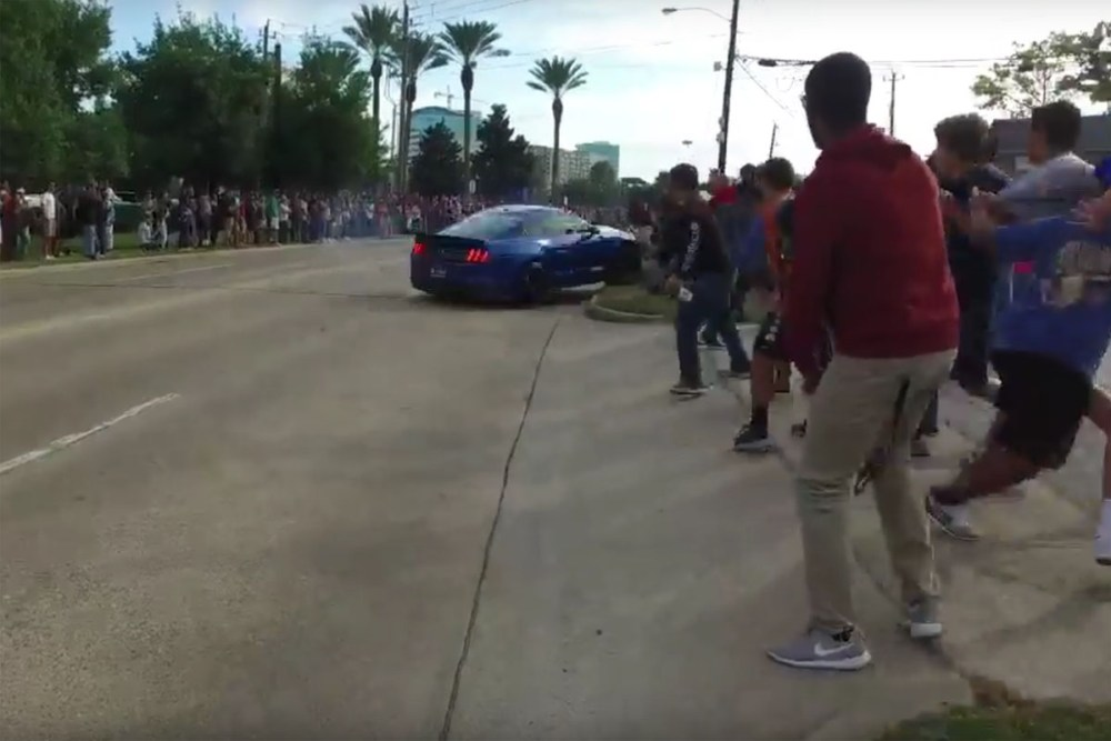 Shelby Mustang GT350 Crashes into Crowd