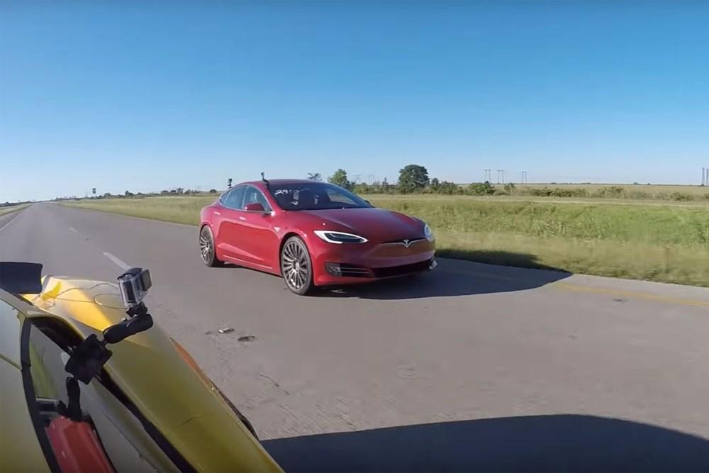 Tesla Model S P100D vs McLaren 650S Spider