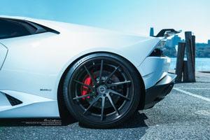 Huracan with Brixton Forged R10D Targa Series Wheels