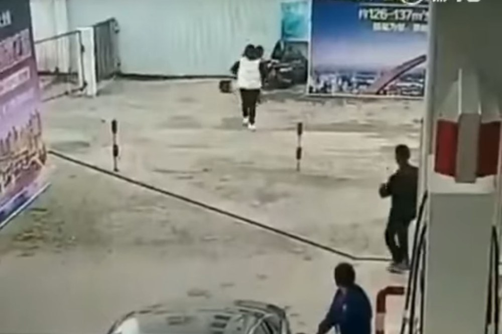 Friday FAIL Purse Thief Crashes