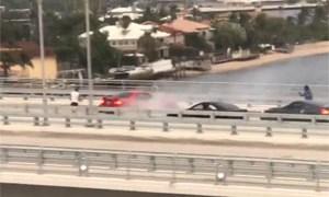 Friday FAIL Ford Mustang Driver Shurts down Bridge
