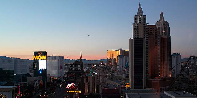 Las_Vegas_skyline_hotel_room