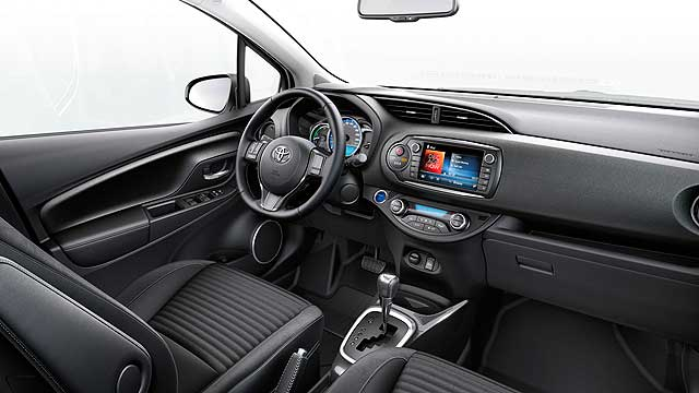 2014_Toyota_Yaris_review_005
