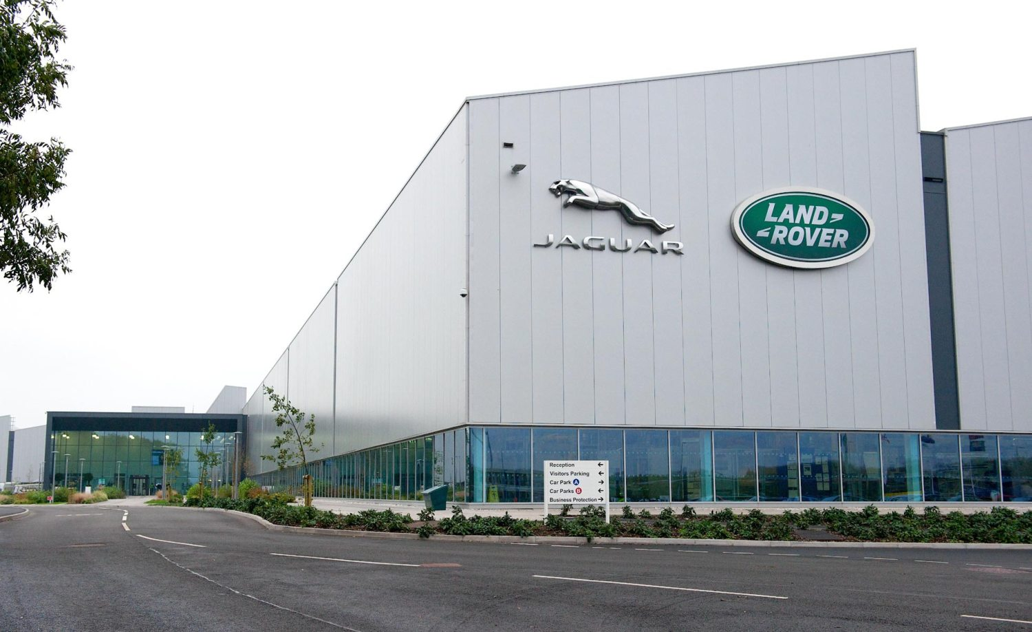 Queen opens Jaguar Land Rover's £500m engine plant