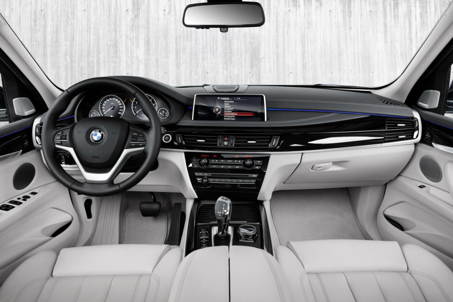 BMW X5 xDrive40e: on the inside