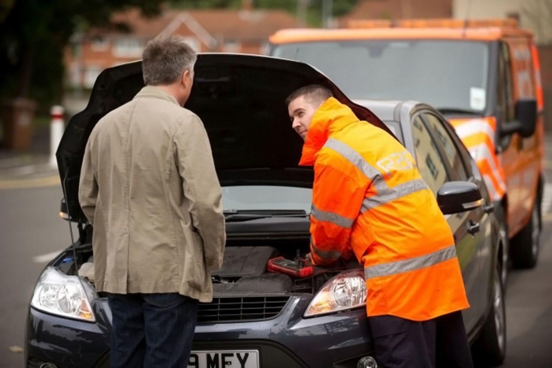 RAC breakdown: fixing a flat car battery