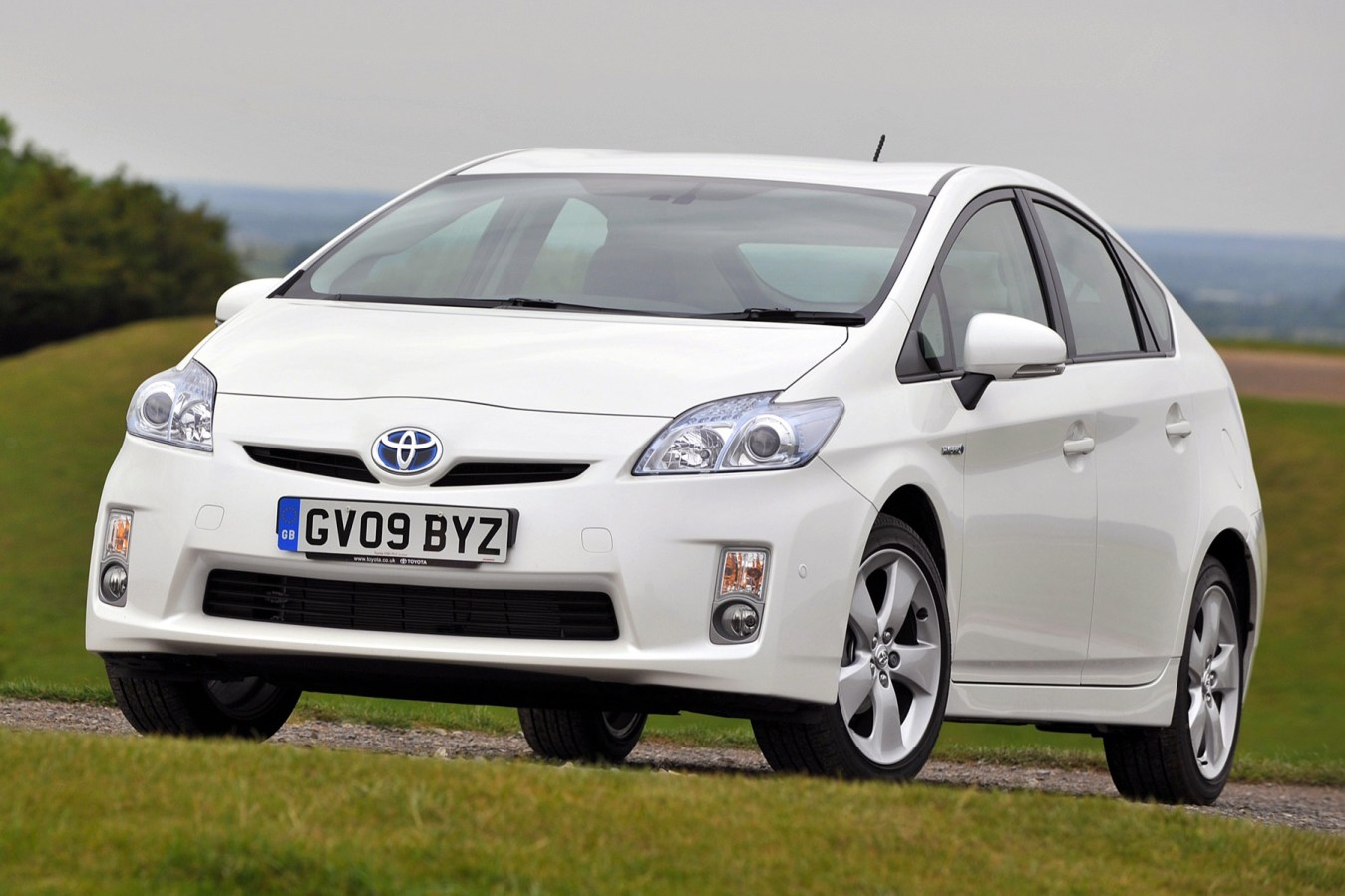 Toyota and Lexus recalls 72,885 hybrid models in the UK