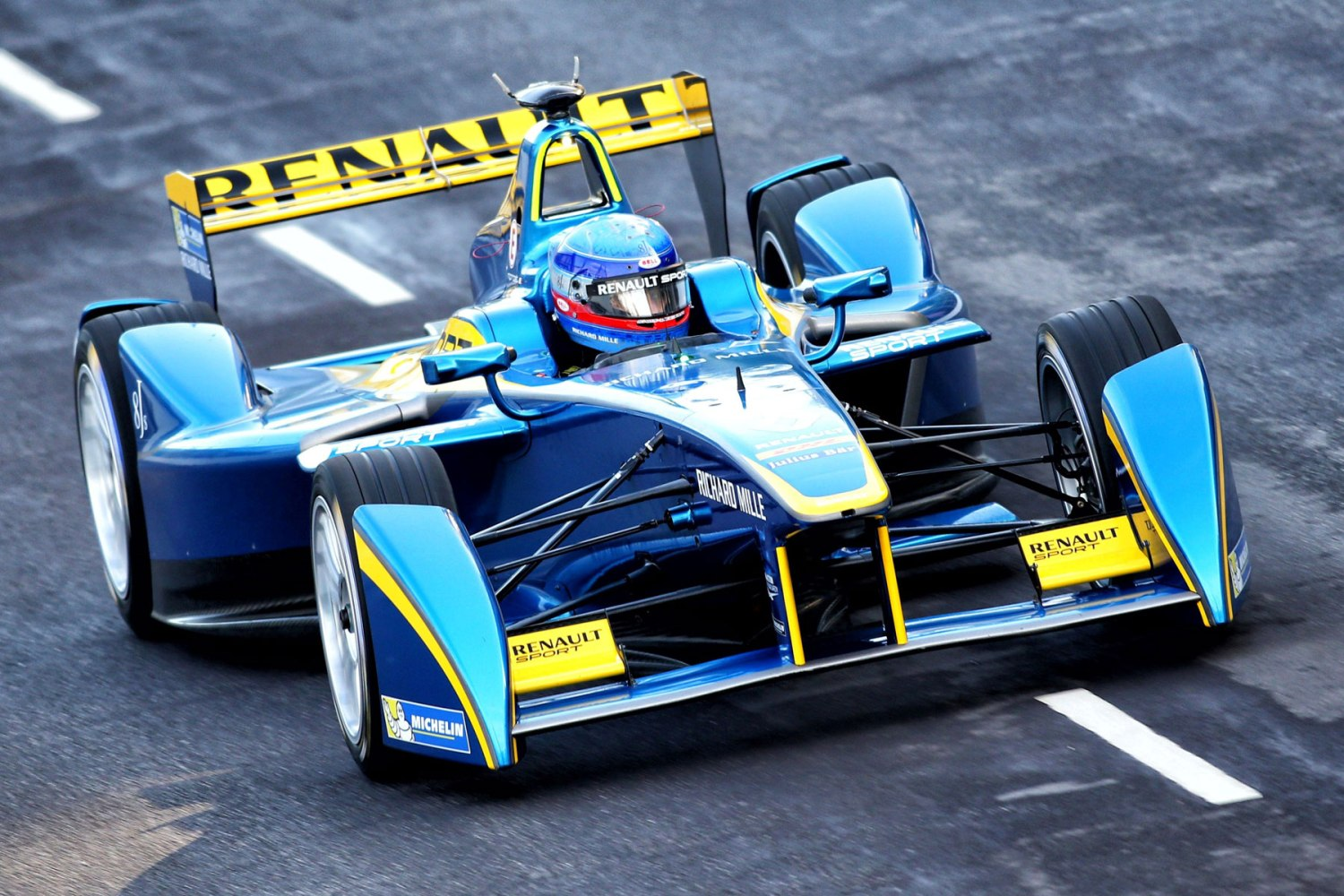 Motorsport fans invited to watch Formula E testing free of charge