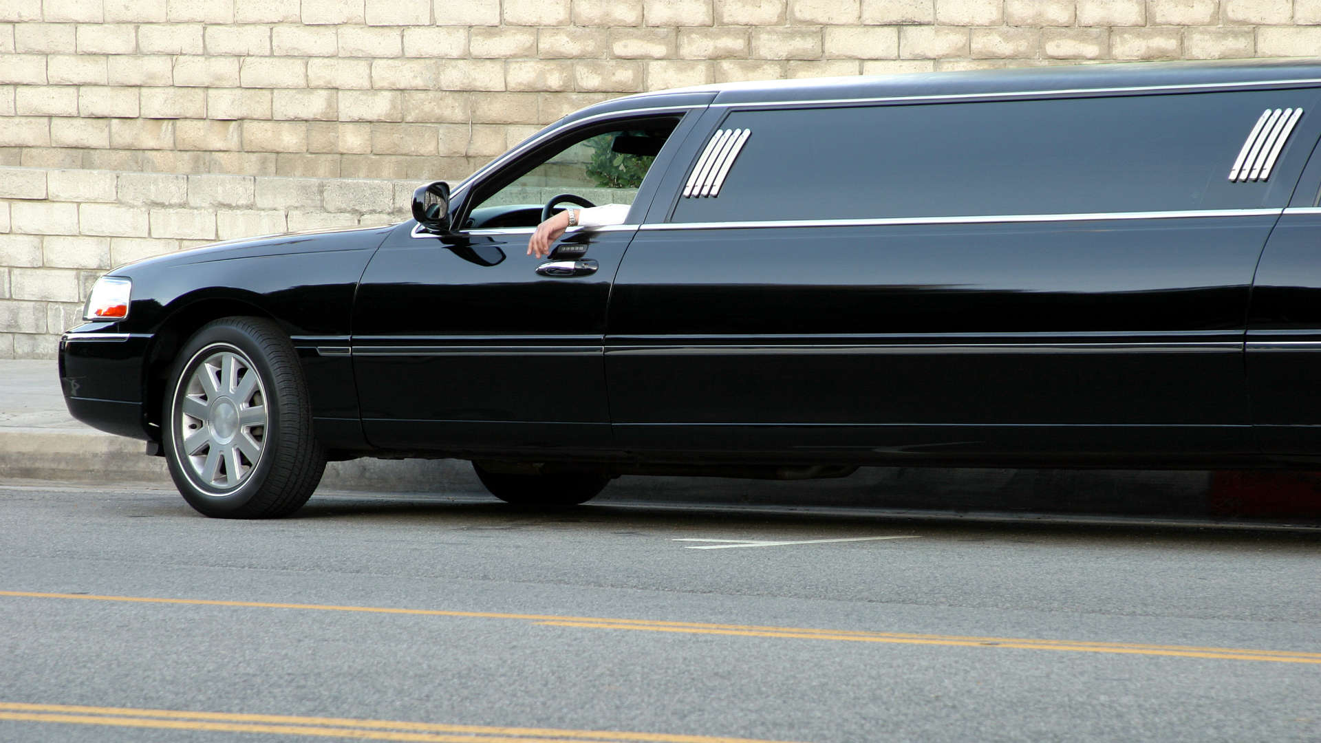 How to check the safety of your prom limo hire car