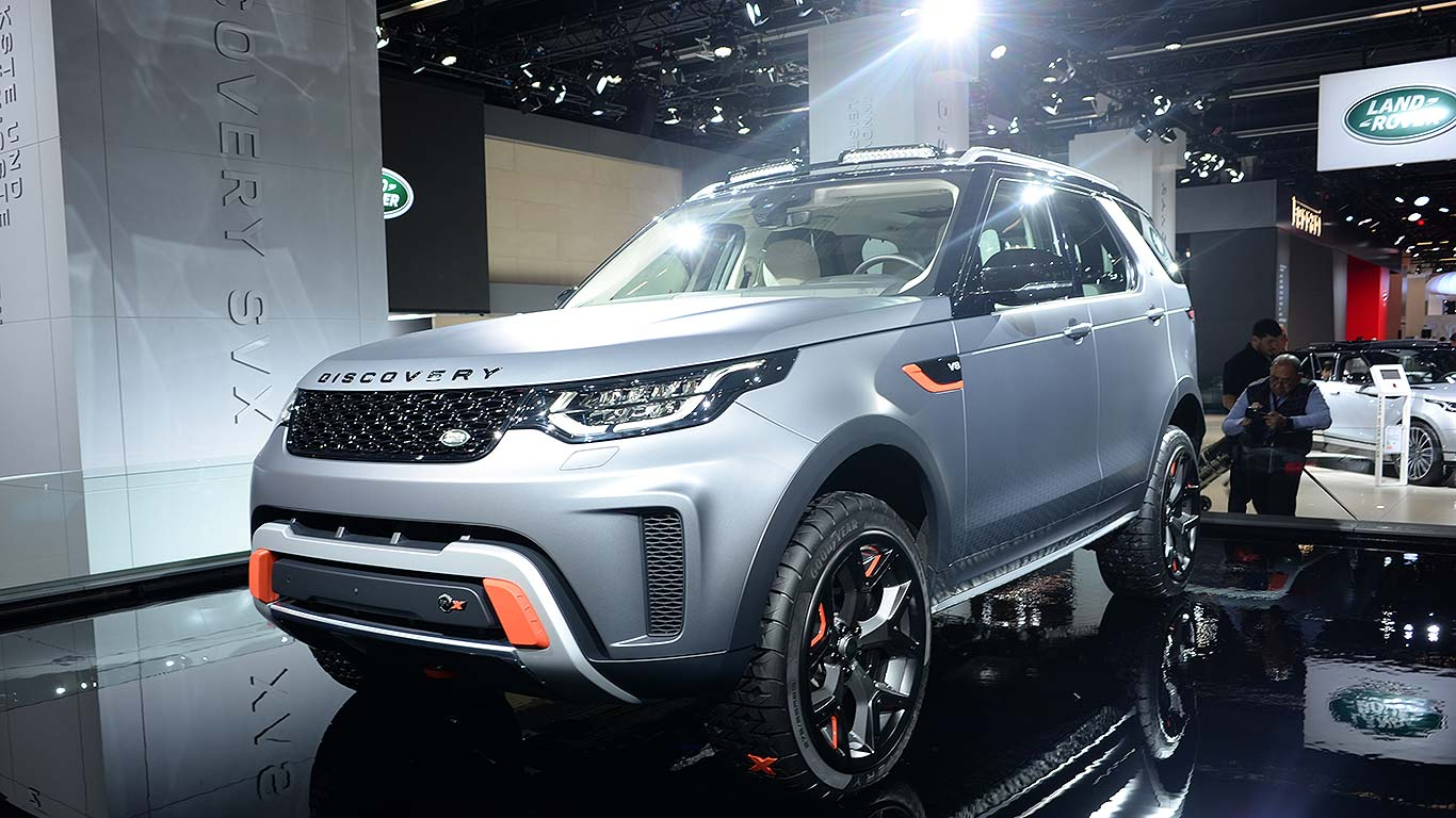 Land Rover makes the Discovery more like a Defender