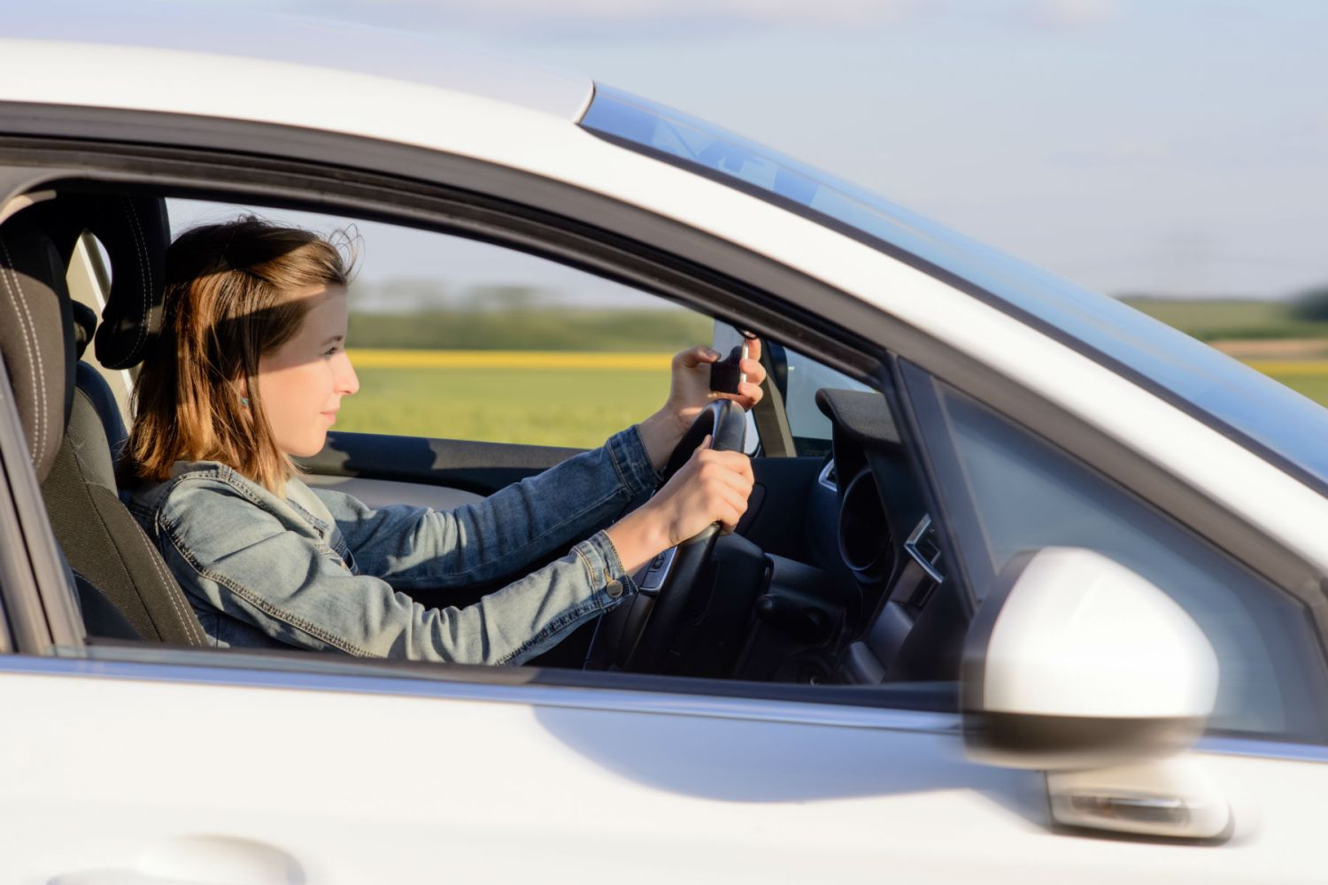 Mobile phone companies urged to introduce 'driving' modes
