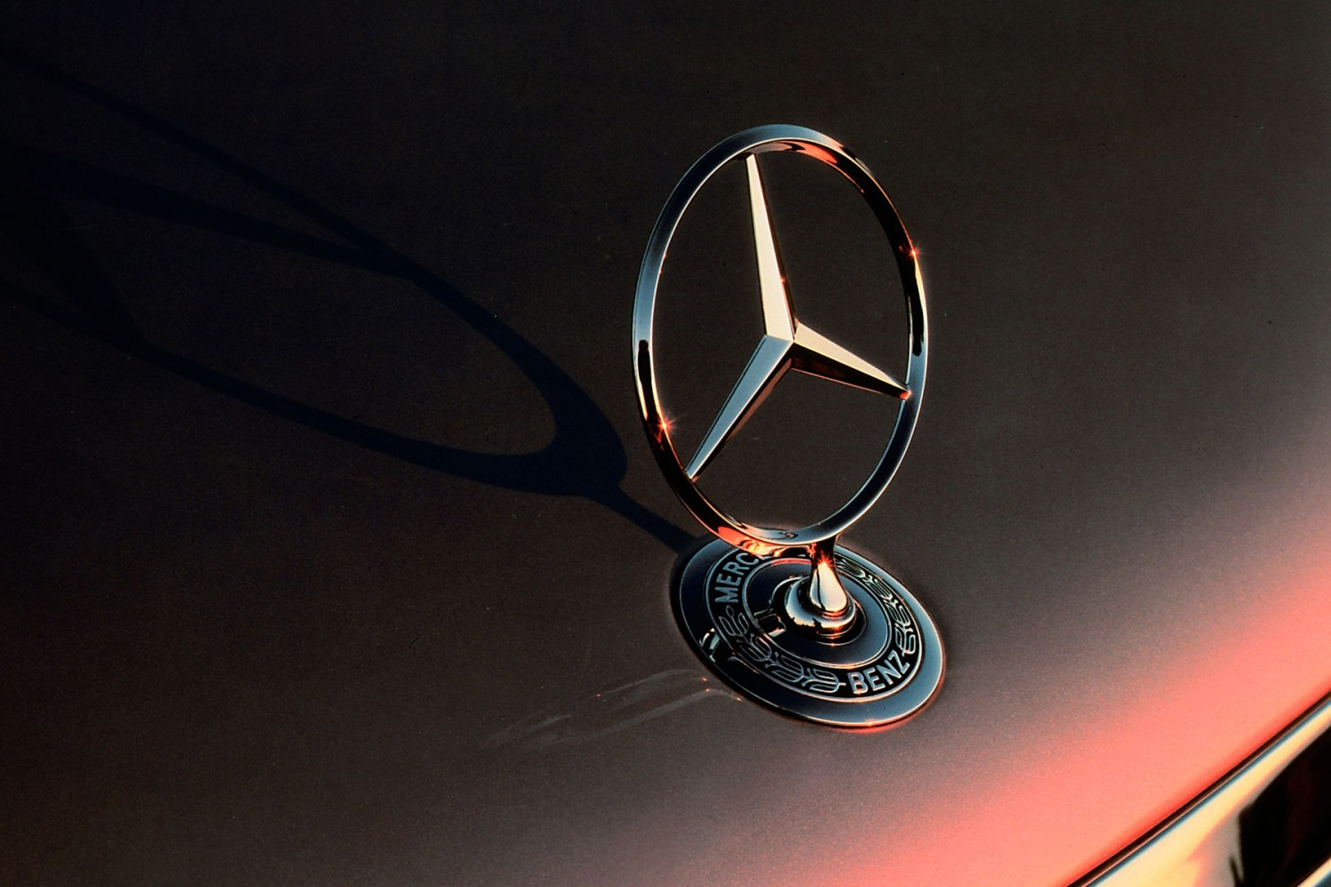 Mercedes-Benz badge