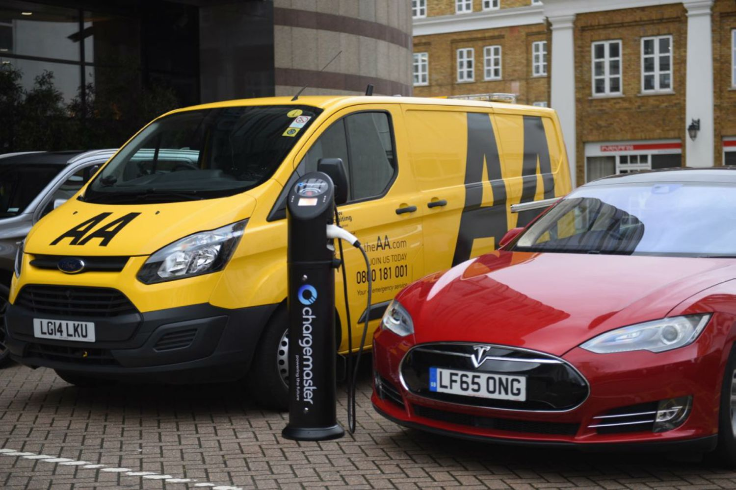AA vans now carry a card for emergency EV charging