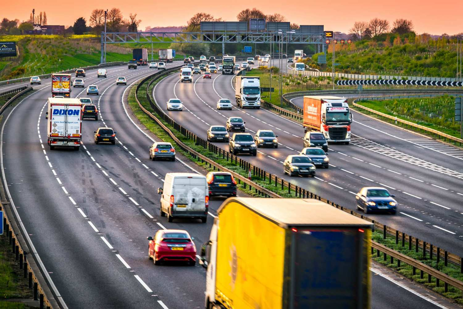 We're a nation of lane-hoggers: just 1 in 4 drivers use the inside lane even when it's EMPTY