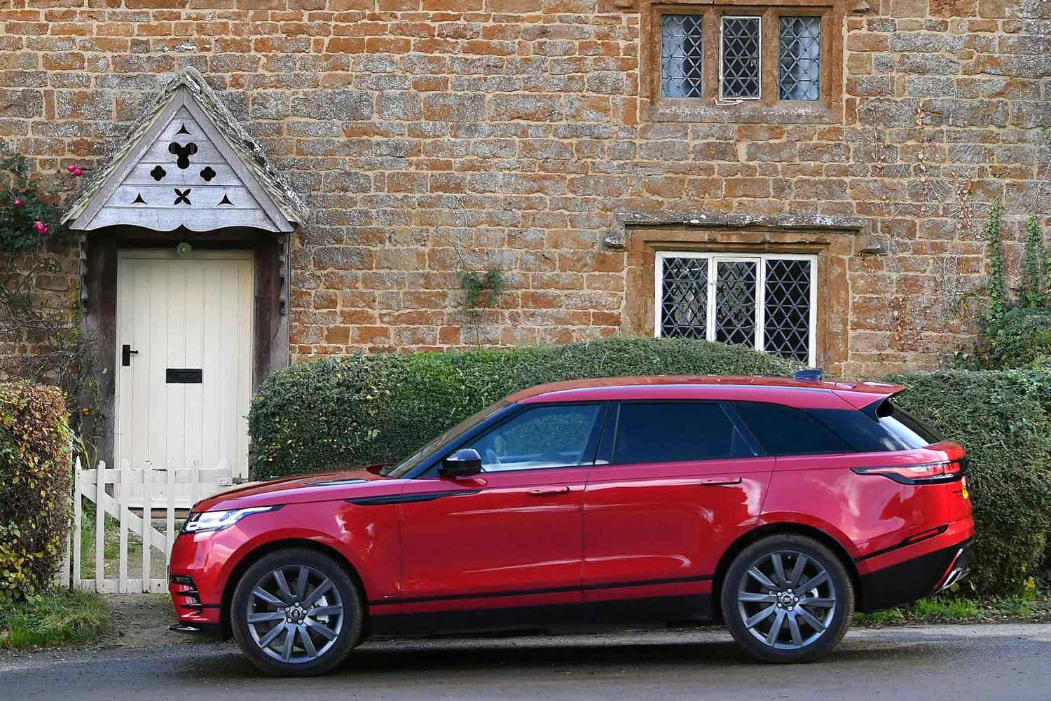 the range rover velar is now cheaper and greener. Black Bedroom Furniture Sets. Home Design Ideas