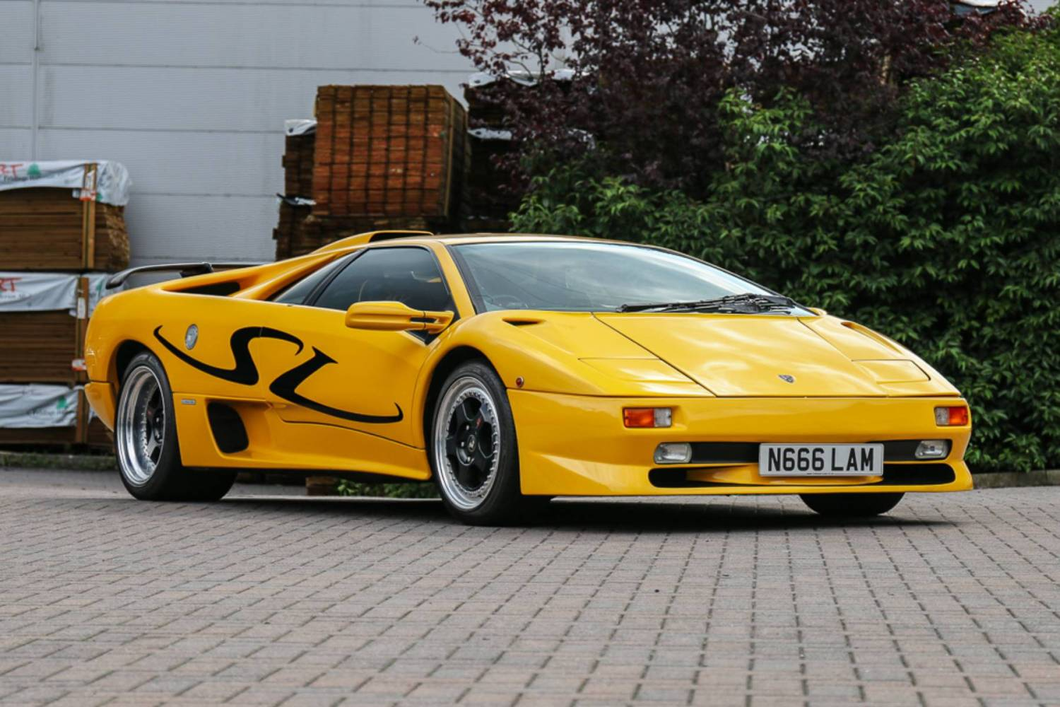 Bulls On Parade V12 Lambo Trio To Star At Silverstone Auctions