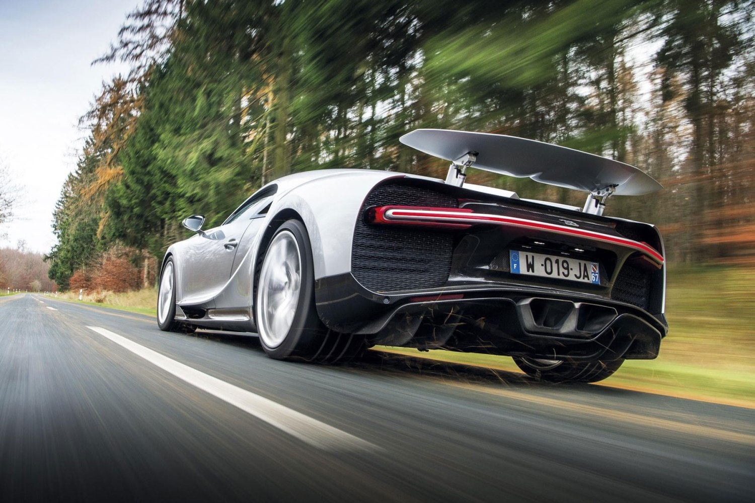 Bugatti Chiron – less than 2.5 seconds