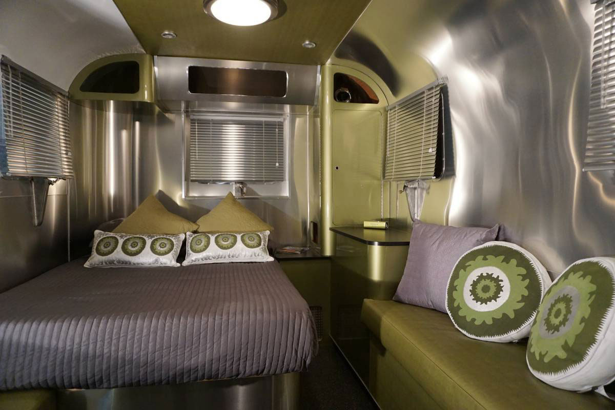 1952 Chevrolet Suburban Trailer bedroom