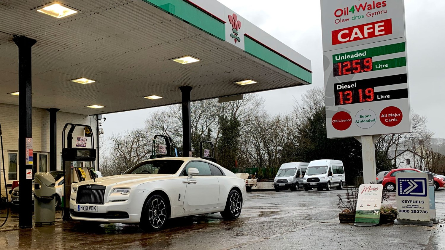 Rolls-Royce Wraith Black Badge petrol station