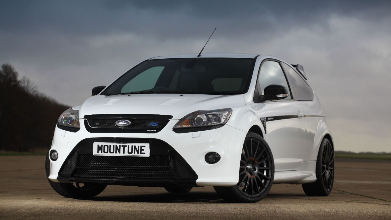 You can buy a Mountune racing-style gearbox for your Ford Focus