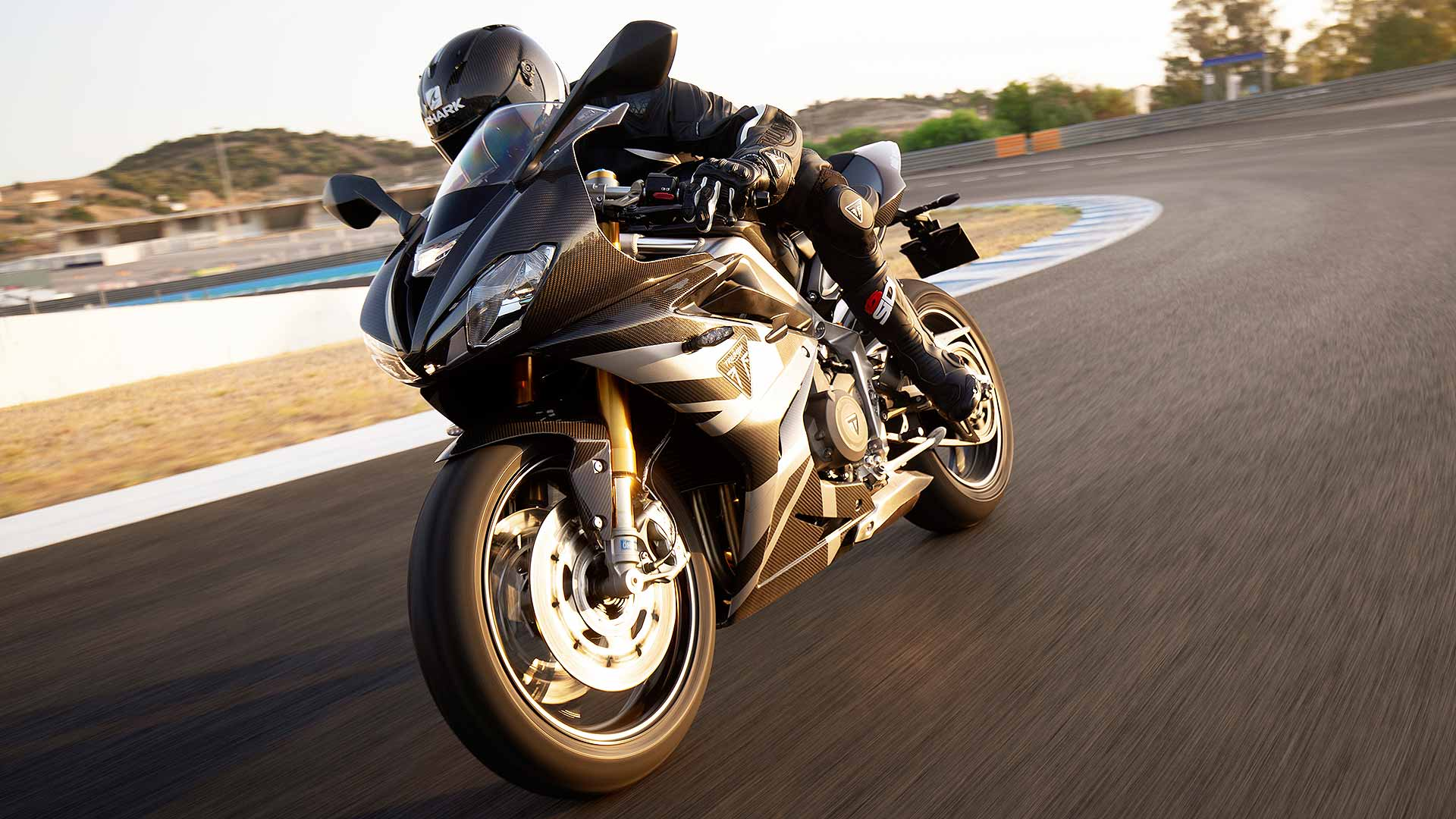 New Triumph Daytona 765 is a Moto2 racer for the road