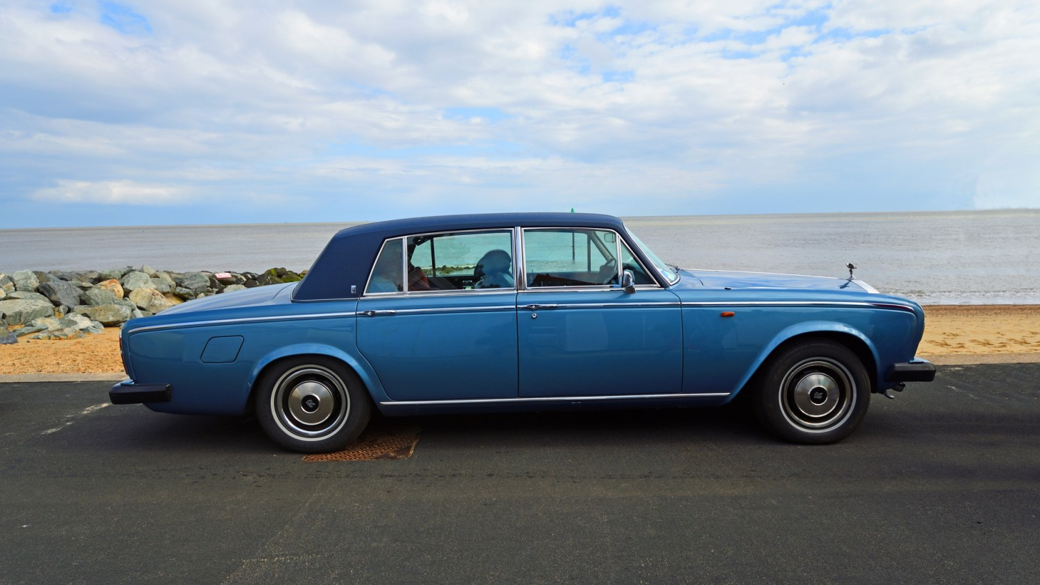 Classic cars at the seaside
