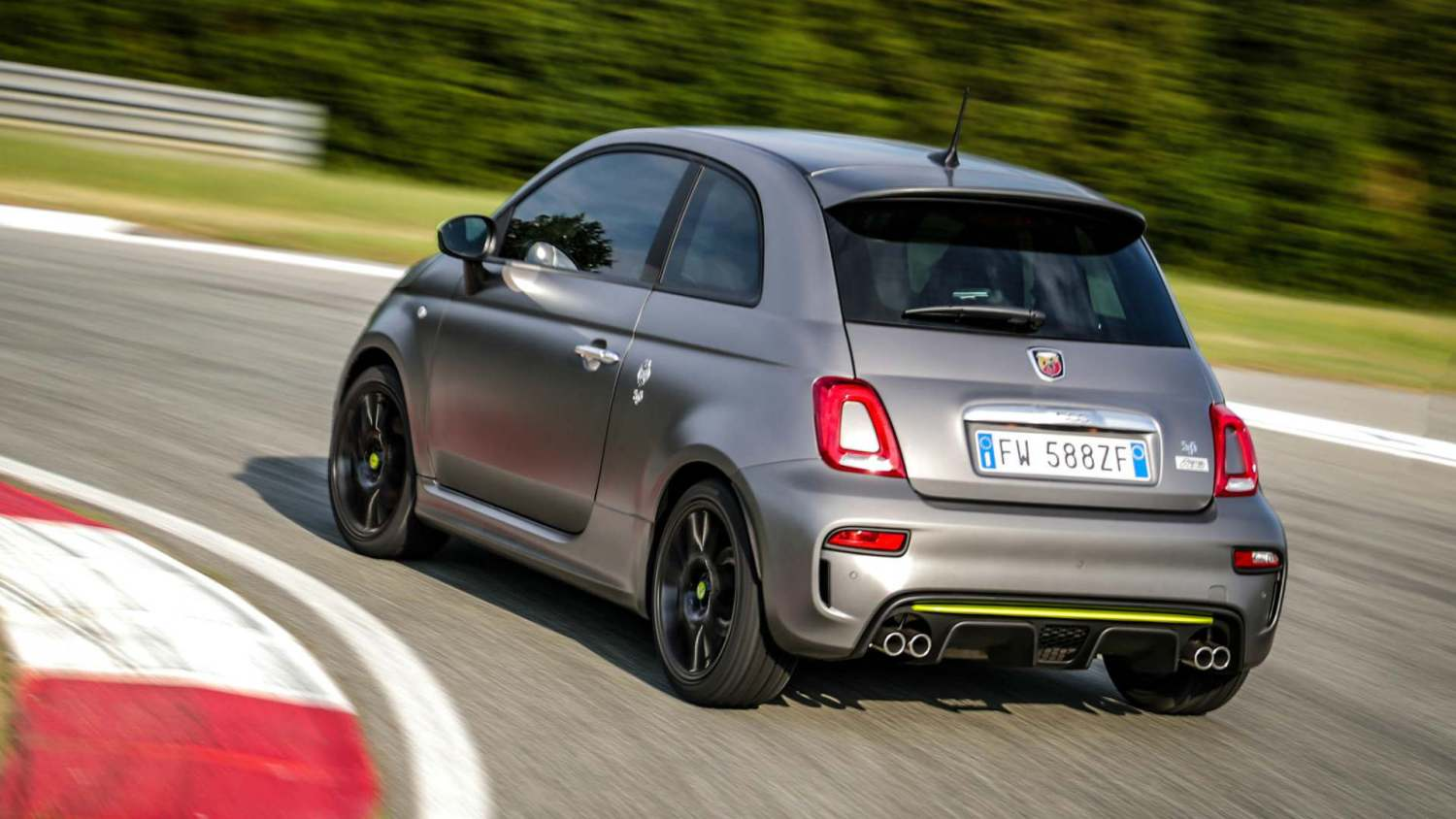 Abarth 595 Pista on track