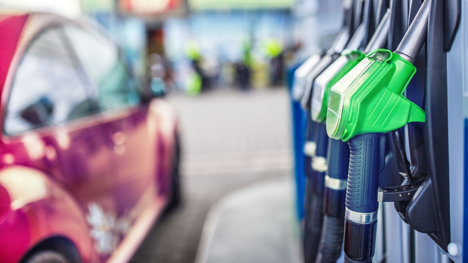 Drivers should be angry about small fuel price drops say the RAC
