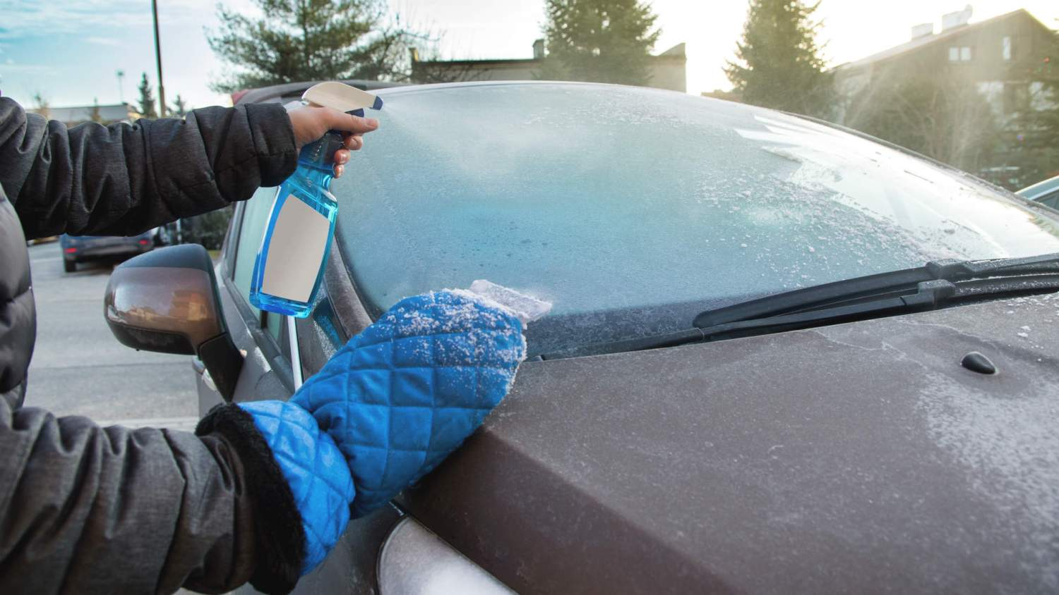 Clearing windscreen of ice