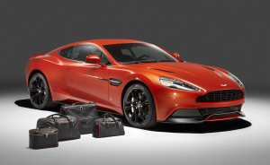 le-aston-martin-personalizzate-da-q-in-mostra-a-pebble-beach-vanquish-f3q-with-luggage