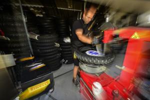 pirelli-e-matematicamente-campione-del-mondo-nelle-classi-mxgp-e-mx2-del-campionato-mondiale-fim-motocross-e-si-aggiudica-anche-i-titoli-europei-delle-classi-125-250-e-300-mounting-tyre