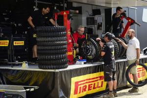 pirelli-e-matematicamente-campione-del-mondo-nelle-classi-mxgp-e-mx2-del-campionato-mondiale-fim-motocross-e-si-aggiudica-anche-i-titoli-europei-delle-classi-125-250-e-300-racing-service