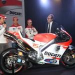 11-Ducati_MotoGP_Team_2015_Presentation_01