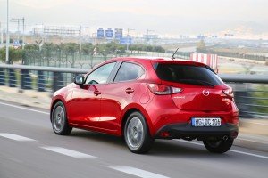 mazda2_2015_action_5_screen