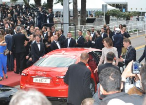 26 Nieves Alvarez and Maserati Ghibli on red carpet in Cannes